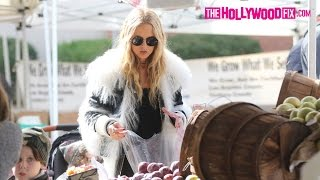 Rachel Zoe Picks Up Fresh Produce With Her Family At The Brentwood Farmers Market 11.27.16