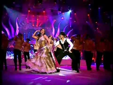 IIFA 2010-Kareena Kapoor Swings To The Beats.avi - YouTube.FLV