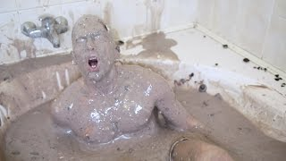 One of CemreCandar's most viewed videos: Bathing in 1500 Oreos
