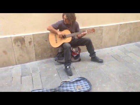 Испанский уличный музыкант