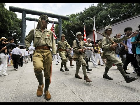 Canadian attacked by Japanese Nazi racist in Yasukuni Shrine