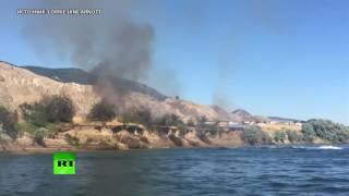 Канадцы потушили пожар с помощью катера