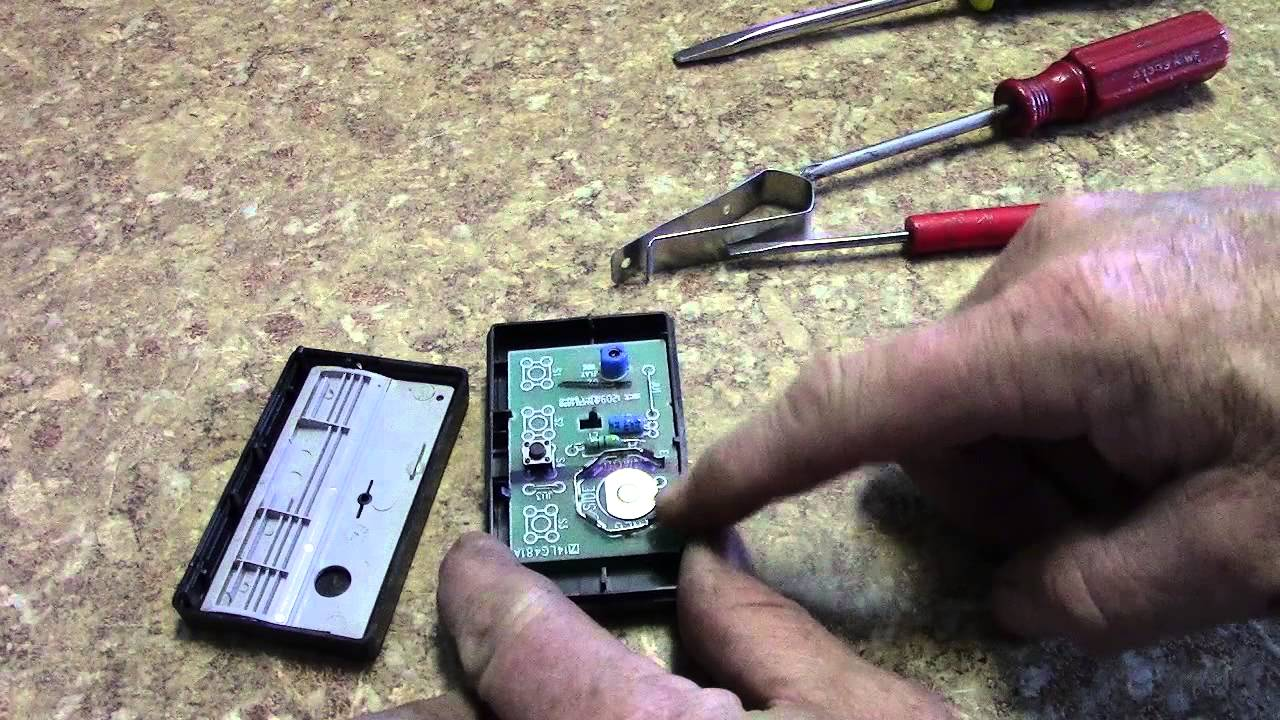 Chamberlainliftmaster 971lm Battery Swap Youtube