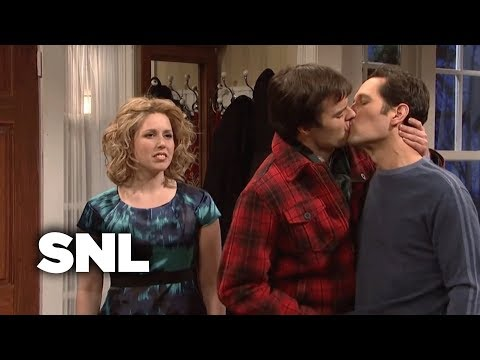 Kissing Family: Austin Brings His Girlfriend Home For Christmas - SNL