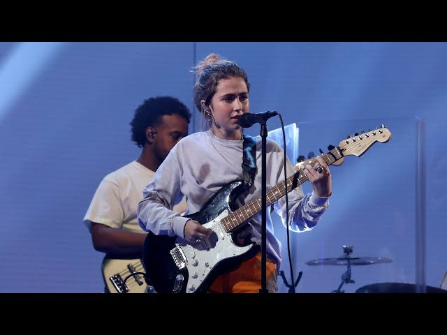 Rising Star Clairo Performs 'Bags'
