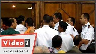 خروج أحمد عز وفريد الديب من قاعة المحكمة بعد مشادة مع أحد الحاضرين