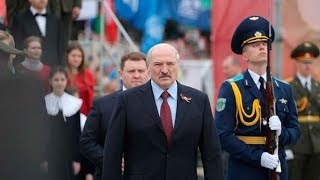Александр Лукашенко пообщался с журналистами на площади Победы в Минске