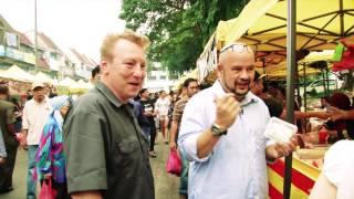 Mat Salleh's Bizarre Experience at Bazaar Ramadhan