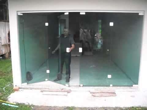 Porta sanfonada de vidro temperado youtube for Porta 4 folhas de vidro temperado