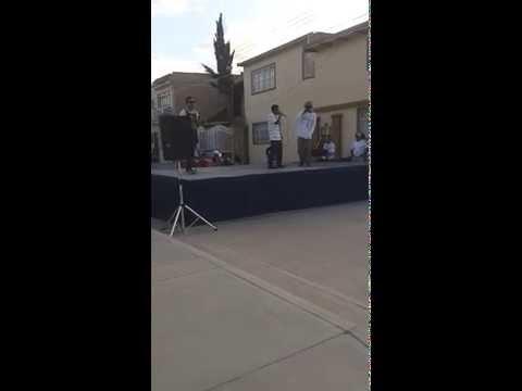 Saya Mr, Liluz & Mc Meños rapeando en vivo