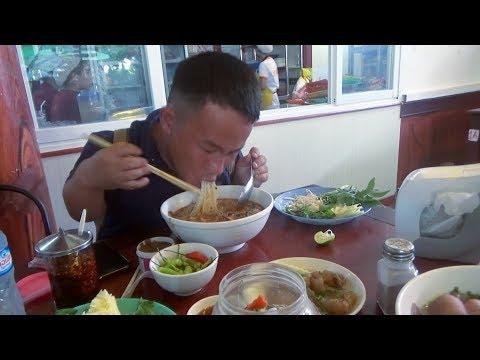 Bounmee, Ntxhoo & Hli mus noj lub lab fawm qab tshaj plaws nyob Vientiane thumbnail
