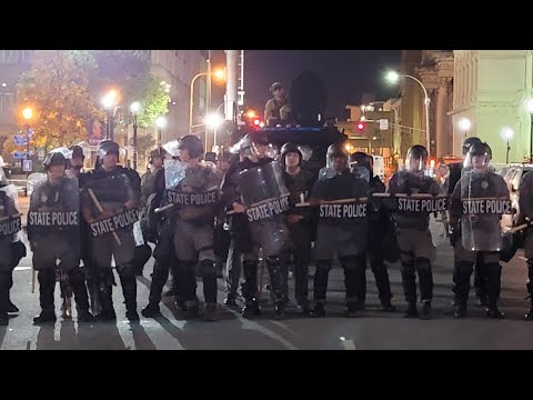 Louisville KY Breonna Taylor / Protesters React After Grand Jury's Decision & Chaos Erupts !