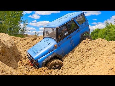 UAZ 469 and ZIL 131 - Best Russian Cars Racing in the Sand