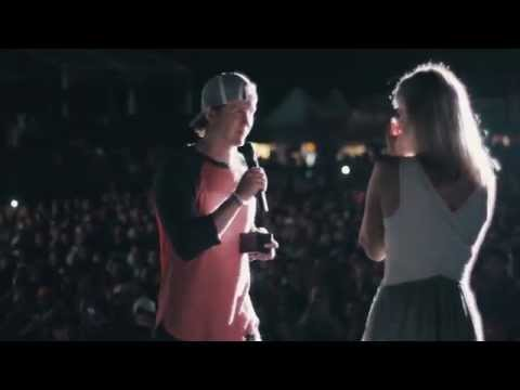 Fan Proposes to Girlfriend at Lee Brice Concert in Chicago