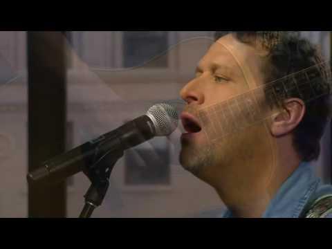 Kevin Parent performs