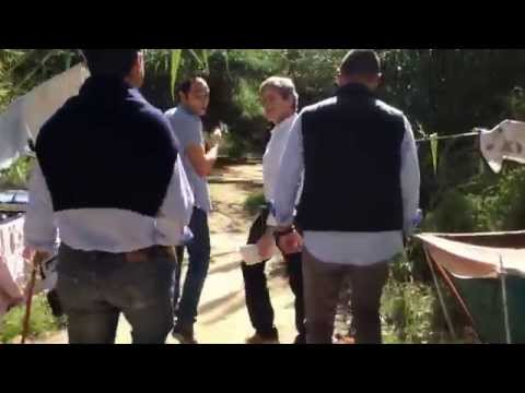 Il sopralluogo di Gianni Alemanno nei campi abusivi sotto Ponte Testaccio. #degradoMarino