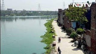 Ghaziabad: अर्थला झील के आस-पास बने 500 मकानों को तोड़ने का काम शुरू
