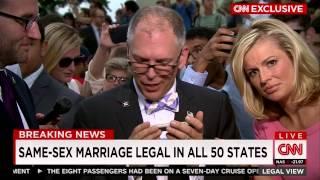 أوباما يتصل هاتفيا ليهنئ مثليي الجنس بإقرار المحكمة العليا بحقهم في الزواج (فيديو)