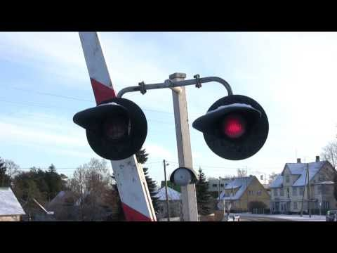 Шлагбаум и дизель-поезд / Crossing Barrier And A DMU