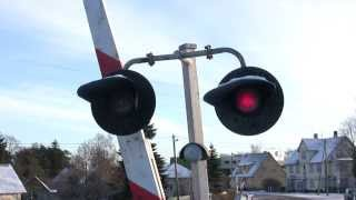Шлагбаум и дизель-поезд / Crossing barrier and a DMU(ст. Кохила, Эстония, 13.12.2009 Kohila station, Estonia, 13.12.2009., 2014-02-28T15:01:58.000Z)