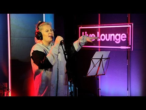 Elli Ingram - Cocoa Butter Kisses in the Live Lounge