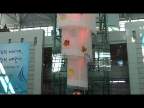 Ю.Корея 83 Аэропорт: мега-экран, самолеты, duty free, рестораны