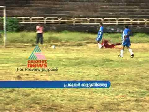 Mamukkoya playing Football