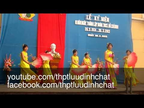 Nữ sinh múa quạt - Chào mừng ngày 26.03.2012