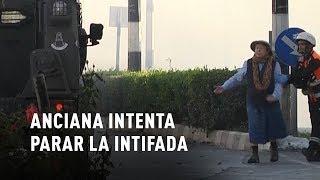 Una abuela intenta parar la Intifada