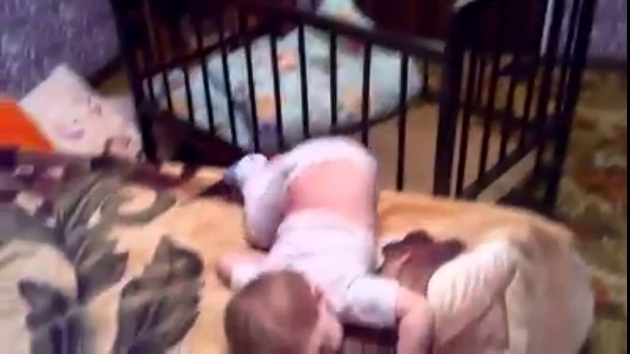 Baby flieht aus Babybett (Alcatraz Style) - baby flees out of bed ...