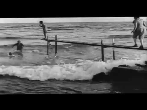 Swimming in the sea Directed by  Louis Lumière Baignade en mer 1896 Морское купание