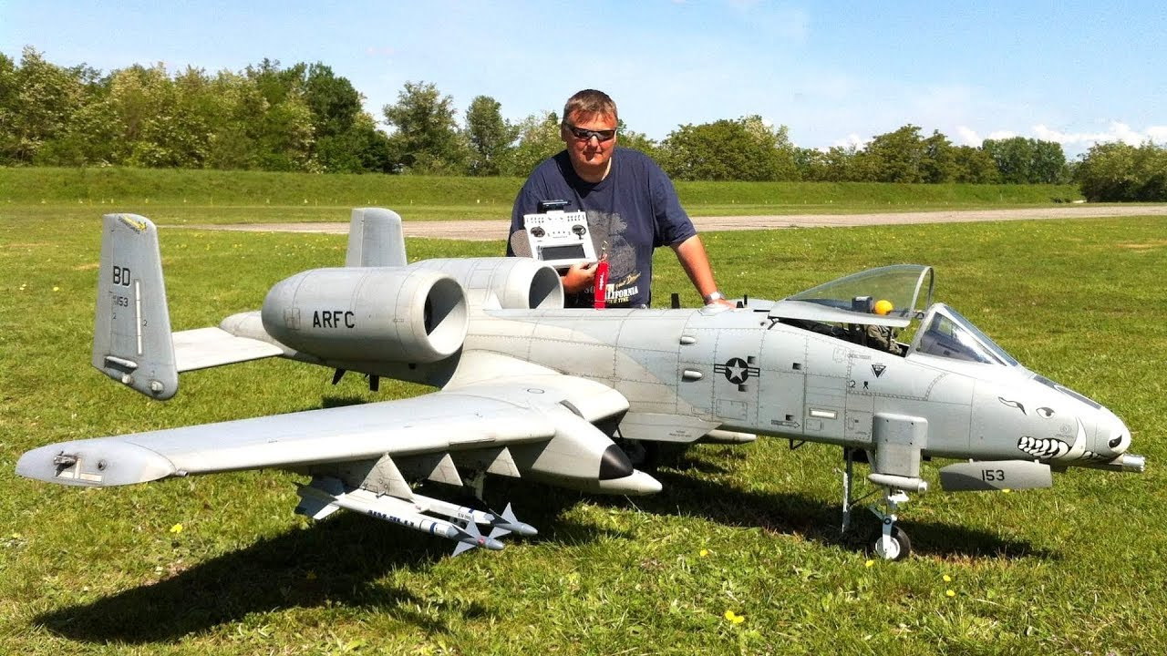 GIANT RC A-10 WARTHOG WITH BRRRRT & FLARE