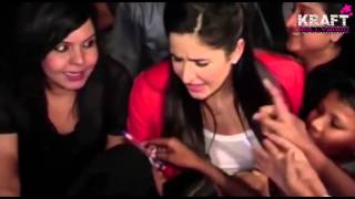 Repeat youtube video This is crazy! Bollywood actress gets mobbed by her fans