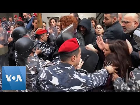 Lebanon Protesters Scuffle With Security Forces in Beirut