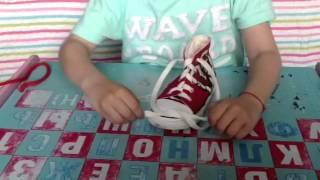 видео Как научить ребенка шнуровать самостоятельно обувь?