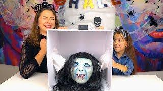 ЧЕЛЛЕНДЖ Что в Коробке на ХЕЛЛОУИН 2018 What's in the Box Halloween Challenge // Вики Шоу