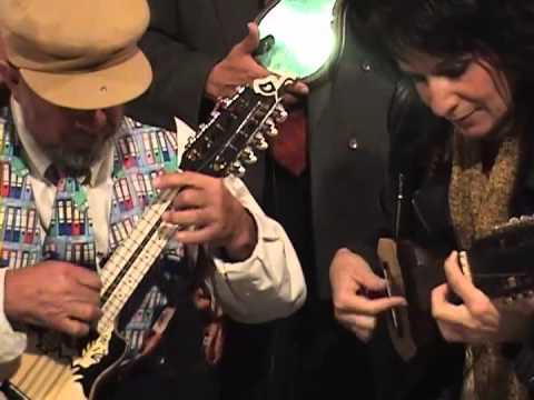 Reconocimiento a Julio Lavayen, con Nina Dimitri en el 2007 Television de Cochabamba Canal 39