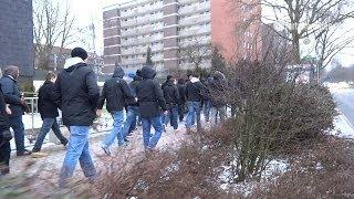 Fortuna-Fans flüchten vor der Polizei (Schalke 04 - Fortuna Düsseldorf; 23.02.2013)