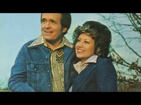 Bill Anderson And Mary Lou Turner - Circle In Triangle