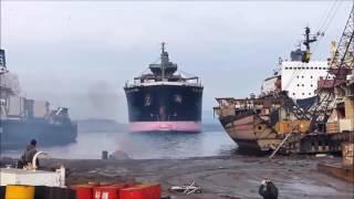 vuclip Detik - detik kecelakaan kapal saat Berlabuh yg menyeramkan