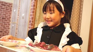 ウエイトレスが明るく楽しい喫茶店キムラで食事を楽しむ三姉妹 thumbnail