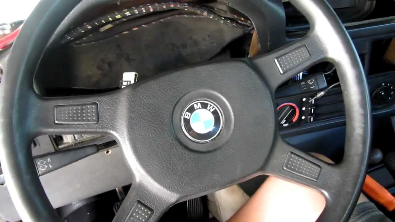 How to Remove a Bmw E30 Steering Wheel - YouTube