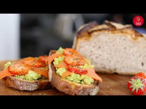 recette-:-avocado-toast-saumon-et-fraises-par-chloé-saada