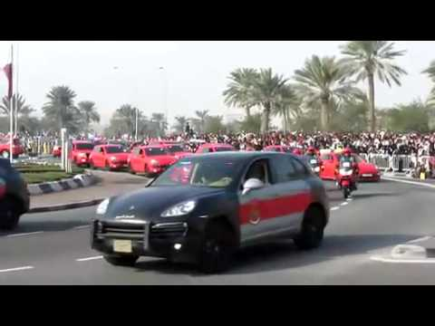 Défilé de Porsches de police au Qatar.