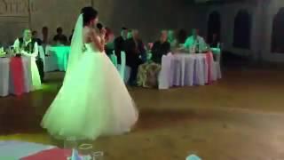 Невеста читает красивое стихотворение на свадьбе!