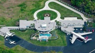 Evinin Önünden Uçağına Binen Adam: John Joseph Travolta!