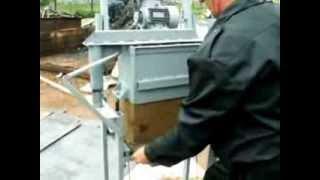 Производство арболитовых блоков(Оборудование для производства арболитовых блоков, подробности на http://minitehnika.ru P.S. На видео, конечно не арбол..., 2013-12-18T03:30:36.000Z)