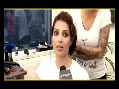 Bipasha Basu At Mad O Wot Salon And Gets A New Hair Style Youtube