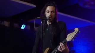 "Nuno Bettencourt singing ""The Story"", by Brandi Carlile"