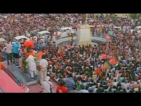 Modi roadshow in Varanasi draws huge crowds